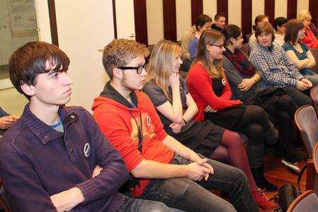 Mehr als 50 Teilnehmer nutzten die Chance, mit Umweltdezernentin Anke Krein über politische Beteiligung von Jugendlichen in Bremerhaven zu diskutieren.