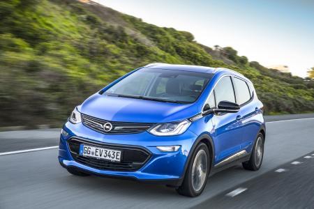 Preiswürdiges Konzept: Der revolutionäre Opel Ampera-e begeistert Experten und Fachjurys mit einer im Wettbewerbsumfeld einzigartigen elektrischen Reichweite von 520 Kilometern, gemessen nach Neuem Europäischen Fahrzyklus