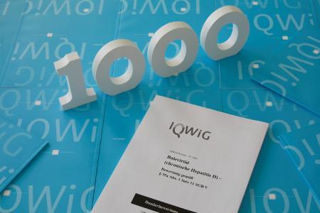 Foto zum 1000. IQWiG-Gutachten