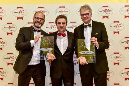 Die Preisträger: Jean-Philippe Kempf, Direktor Opel-Kommunikation, mit AUTOBEST-Gründer Dan Vardie und Ulrich Schumacher, Geschäftsführer Human Resources und Arbeitsdirektor der Opel Group GmbH (von links).