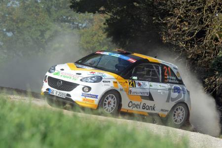 Gratulation: Marijan Griebel wird 2016 mit dem Opel ADAM R2 Rallye-Europameister in seiner Klasse