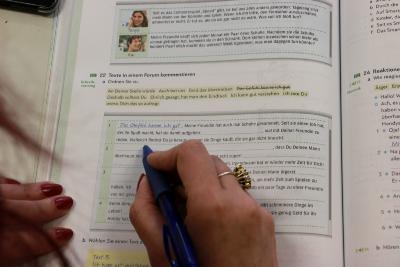 Aufgabe: Den Lückentext mit den richtigen Passagen ergänzen (Foto: Gaby Richter, Vogelsbergkreis)