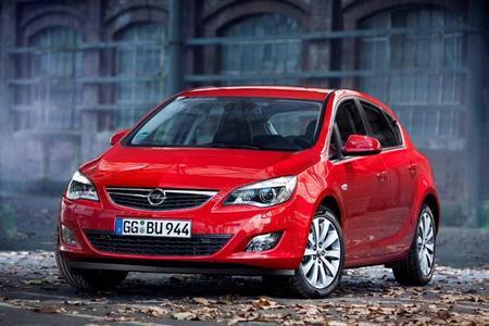 """Passend zum Marktstart im Dezember wendet Opel die """"4 für 3""""-Formel auf den neuen Astra an"""