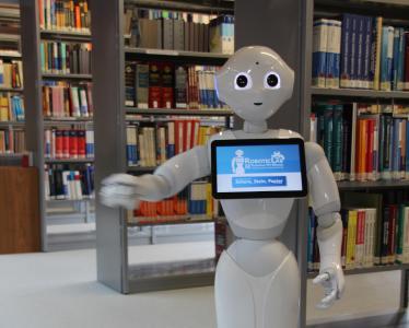 """Roboter """"Wilma"""" und """"Bernd"""" werden Dienstleistungen für Studierende in der Bibliothek auch außerhalb der bisherigen Öffnungszeiten anbieten"""