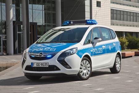 Opel Zafira Tourer-Streifenwagen. Erster interaktiver Polizei-Van: Der Opel Zafira Tourer ist künftig als hochmoderner, voll-vernetzter Funkstreifenwagen im Einsatz. Foto Adam Opel AG