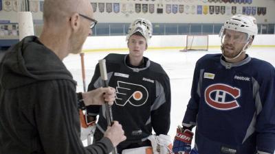 Steve trifft die Kanadischen Profi-Eishockeyspieler Carter Hart und Shea Weber / Steve Haake, Carter Hart, Shea Weber / Foto: Mark Caswell, Copyright: Berlin Producers Media GmbH / Pre TV
