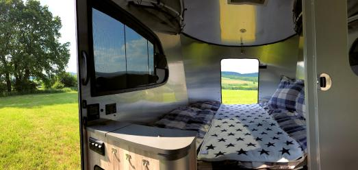 Basecamp Innenansicht Bett