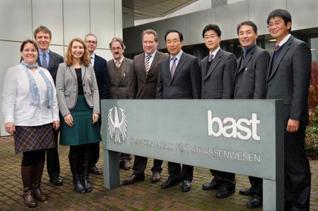 Deutsche und koreanische Verkehrssicherheitsexperten diskutierten Verkehrssicherheitsmaßnahmen in der BASt (Bild: BASt)
