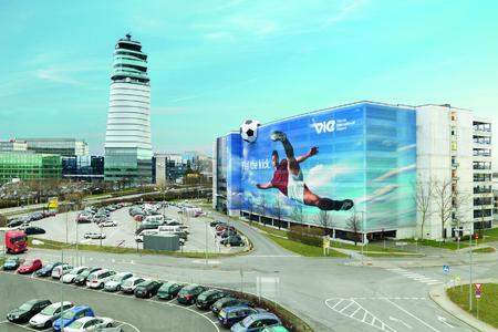 """Euro 08: """"Feel the kick"""" am Flughafen Wien"""