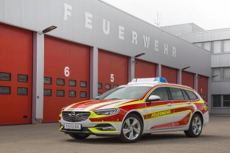 Einsatzbereit: Der neue Opel Insignia Sports Tourer kommt als Feuerwehr-Kommandowagen zur RETTmobil 2017