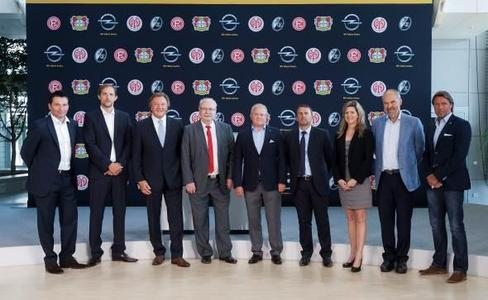 """Die Adam Opel AG kehrt nach zehn Jahren mit Beginn der kommenden Saison 2012/13 in die Fußball-Bundesliga zurück. Der Automobilhersteller wird """"Offizieller Premium-Partner"""" der vier Erstliga-Clubs Bayer 04 Leverkusen, 1. FSV Mainz 05, Fortuna Düsseldorf und SC Freiburg"""