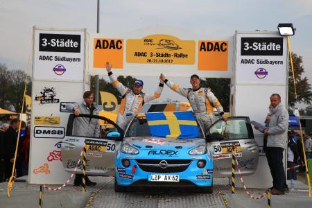Gesamtsieger: Der Schwede Tom Kristensson (rechts) holte sich mit seinem Co-Piloten Henrik Appelskog am Wochenende den Meistertitel beim ADAC Opel Rallye Cup