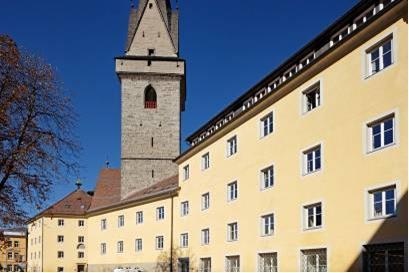 Das Ursulinenkloster im historischen Stadtkern von Bruneck