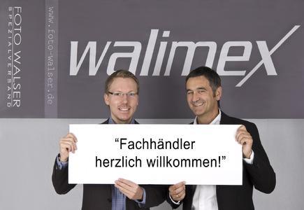 Geschäftsführer Niclas Walser und Verkaufsleiter Ulrich Quasten (v.l.) heißen Fachhändler willkommen
