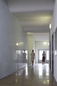 StuccoDecor DI LUCE - spiegelt das Geschehen im Raum effektvoll wieder, Foto: Caparol Farben Lacke Bautenschutz/Blitzwerk