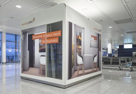 """Für die ungestörte Besprechung: Neue """"MeetingCab"""" im Terminal 2 am Münchner Flughafen (Copyright: Flughafen München GmbH, Unternehmenskommunikation)"""