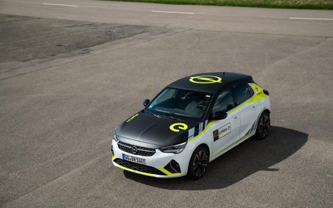 Scharfer Elektro-Sportler: Neues Rally Design Kit für den Opel Corsa-e