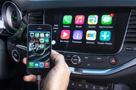 Smartphone-Integration: Das Navi 900 IntelliLink-System im neuen Opel Astra ist mit Apple CarPlay kompatibel