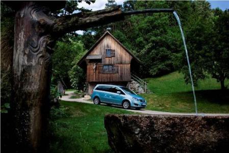 Urlaub CO2 neutral: Opel unterstützt das bundesweit erste nachhaltige Mobilitätskonzept im Tourismus im Schwarzwald mit Zafiras, die mit  regenerativem Biogas betrieben werden