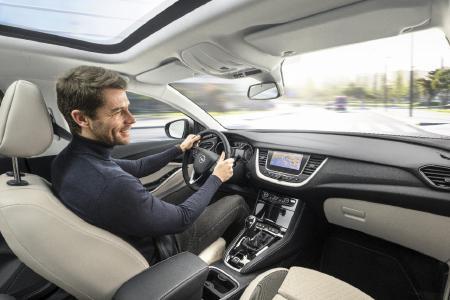 So macht Autofahren Spaß: Der neue Opel Grandland X begeistert mit Wohlfühl-Interieur, besten Vernetzungsmöglichkeiten und einem hochwertigen, aufgeräumten Cockpit