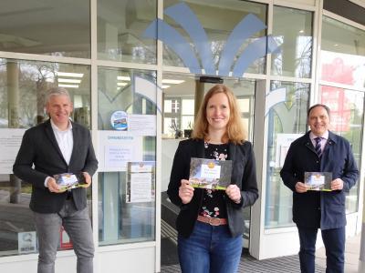 Steffen Schneider (Leiter des Kur- und Servicebetriebs), Kerstin Schneekloth (Geschäftsführerin Bad Nauheim Stadtmarketing und Tourismus GmbH), Bürgermeister Klaus Kreß (von links nach rechts)
