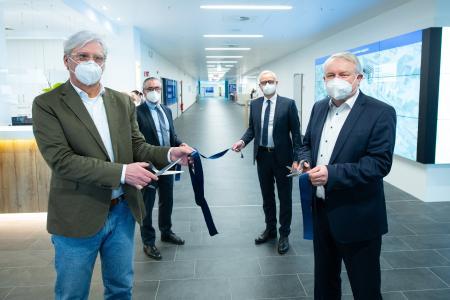 Von links nach rechts: Oberbürgermeister Jochen Partsch, Prof. Dr. Nawid Khaladj, Clemens Maurer und Aufsichtsratsvorsitzender André Schellenberg