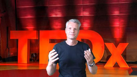 Prof. Opresnik / Credits: CC by 2.0, Andreas Dantz, TEDx Hamburg, zu finden unter: https://www.flickr.com/photos/szene/8956567633