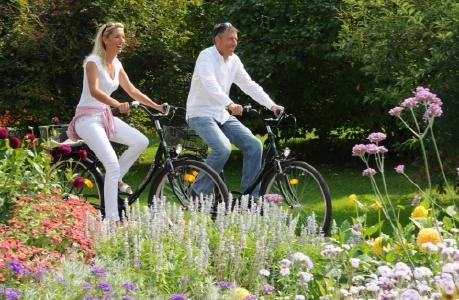 Radfahren und Bad Füssings preisgekrönte Parks mit ihren Millionen Frühlingsblumen genießen: Bad Füssing im Frühjahr ist eine wohltuende Anti-Stress-Kur für alle Sinne