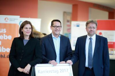 v.l.: FH-Präsidentin M. Helbig, GF IHK L. Schöning und Vizepräsident Uni St. Fischer (Bilder: FH Lübeck)