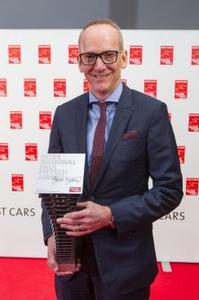 """Chefsache: Opel CEO Dr. Karl-Thomas Neumann mit dem """"International Paul Pietsch Award"""" für das IntelliLux LED®-Matrix-Licht im neuen Astra"""