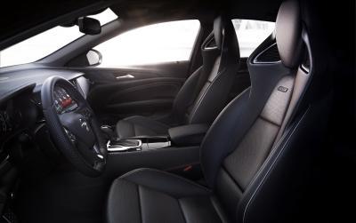 Wie aus einem Guss: Der neue Opel Insignia GSi ist eine Fahrmaschine, wie sie im Buche steht. Da passen die neu entwickelten Opel-Performance-Sportsitze perfekt