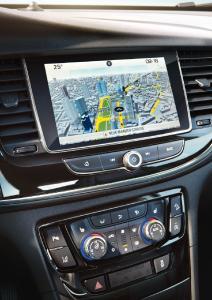 Mit Acht-Zoll-Monitor: Die gewählte Route erscheint auf dem Farb-Touchscreen wahlweise in 2D- oder 3D-Optik