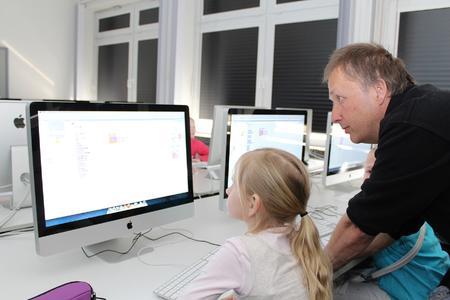 Erste Programmierkenntnisse im Medienlabor mit Uwe Tassemeier