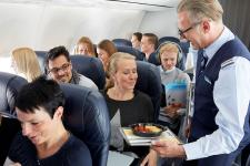 Tag der Currywurst: TUI fly spendiert Fast‑Food-Klassiker an Bord