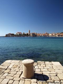 Anlegestelle der Taxiboote, die Touristen im Sommer kostenlos auf die andere Seite bringen.