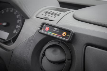 Kleiner Helfer im Cockpit: Das Telematik-Panel von Masternaut gibt's vorinstalliert in den Opel-Nutzfahrzeugen Vivaro und Movano. Das System liefert Flottenverantwortlichen Betriebsdaten wie Kraftstoffverbrauch oder Fahrzeugstandort