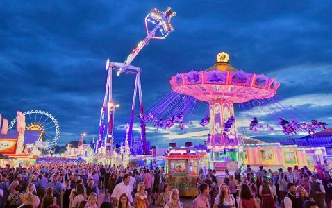 Gäubodenvolksfest in Straubing: Bayerns zweitgrößtes Volksfest will die Besucher zwischen 9. und 19. August mit mehr als 100 Amüsier-Geschäften und Volksfest-Attraktionen begeistern / Foto: Fotowerbung Bernhard