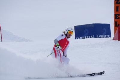 Manuel Feller auf aktuellem Schi beim Riesentorlauf / Manuel Feller / Foto: Martin Stoni, Copyright: Berlin Producers Media GmbH / Pre TV