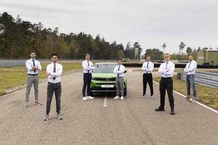 """In der Hauptrolle: Opel Mokka-e beim """"GQ Gentleman-Award 2021"""""""