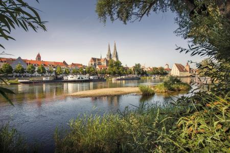 Regensburg erfreut sich dank Sehenswürdigkeiten wie seiner berühmten Steinernen Brücke, der historischen von der UNESCO als Weltkulturerbe geadelten Altstadt und einem positiven Lebensgefühl bei Touristen aus dem In- und Ausland immer größerer Beliebtheit. Foto: obx-news/RTG/Agentur Fouad Vollmer