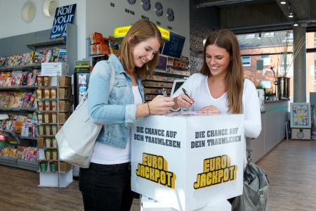 Gleich zu Beginn des Jahres steigt der Eurojackpot auf 54 Millionen in der Gewinnklasse 1. Mitspielen kann in allen Lotto-Annahmestellen und unter www.eurojackpot.de.
