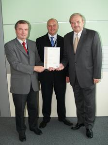 Franz Felber (Abfertigungsdienste, VIE), Thomas Bergholm (Stationsleiter Österreich und Schweiz, SAS) und Ernest Eisner (Leiter Abfertigungsdienste, VIE)