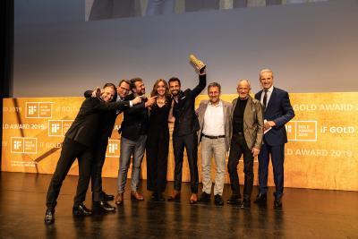 Die Teams von hansgrohe und Phoenix Design freuen sich über den iF gold award / Copyright: if Design