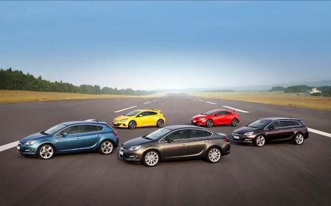 Die neue Opel Astra-Familie: Mit neuem Limousinen-Modell, neuen Hightech-Power-Triebwerken und Assistenzsystemen sowie frischem Design rollt jetzt die neue Opel Astra-Familie mit eindrucksvoller Angebotsvielfalt an den Start. Der geschärfte Auftritt außen und innen betont Sportlichkeit und die technische Substanz der Kompakt-Baureihe. Mit der neuen Limousine, dem Fünftürer, dem Sports Tourer, dem dreitürigen Coupé GTC sowie dessen Hochleistungsversion OPC ist die erfolgreiche, preisgekrönte Astra-Familie nun komplett