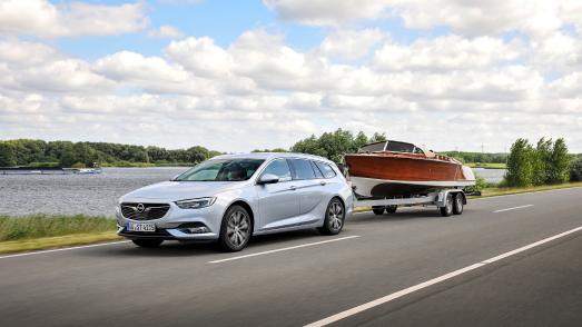 Ideal for towing: the new Opel Insignia (here the Sports Tourer station wagon) with sporty-elegant design, pioneering technology and generous interior space
