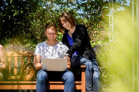 Das Online-Bewerbungsportal ist für einige Studiengänge noch bis Mitte August beziehungsweise Mitte September geöffnet