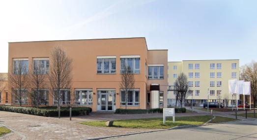 Das Asklepios-Klinikum in Bad Abbach, Orthopädische Klinik für die Universität Regensburg: Mehr als 80 Millionen Euro wurden in den letzten Jahren in den Ausbau dieses Orthopädischen Behandlungszentrums von überregionaler Bedeutung investiert. Der jetzt geplante fünfte Bauabschnitt ist mit weiteren knapp 15 Millionen Euro veranschlagt. Foto: obx-news/Asklepios