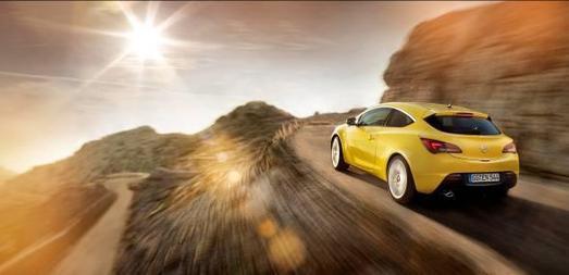 Der neue Opel Astra GTC sorgt in der Klasse der Kompaktcoupés für Furore. Mit seiner dynamischen, emotionalen Optik fasziniert der GTC schon vor dem Marktstart. Im Gegensatz zu vielen anderen Coupés, die lediglich eine dreitürige Variante ihrer fünftürigen Pendants darstellen, ist der Astra GTC ein eigenständiges Modell innerhalb der Opel-Produktfamilie