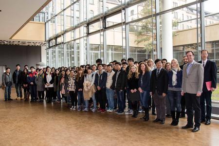 Das Sommersemester verbringen 62 Chinesinnen und Chinesen der Universität Hefei an der Hochschule Osnabrück. Hier absolvieren sie das vierte Fachsemester im Bachelorstudiengang Internationales Logistikmanagement China