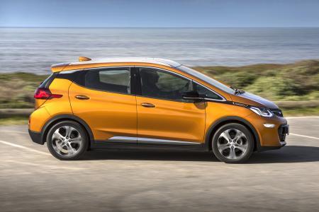 """Startschuss für den Opel Ampera-e in Deutschland: Ab Herbst ist das revolutionäre Elektroauto für 34.950 Euro, in der exklusiven """"First Edition"""" bereits früher für 39.680 Euro erhältlich – jeweils inklusive Förderung"""